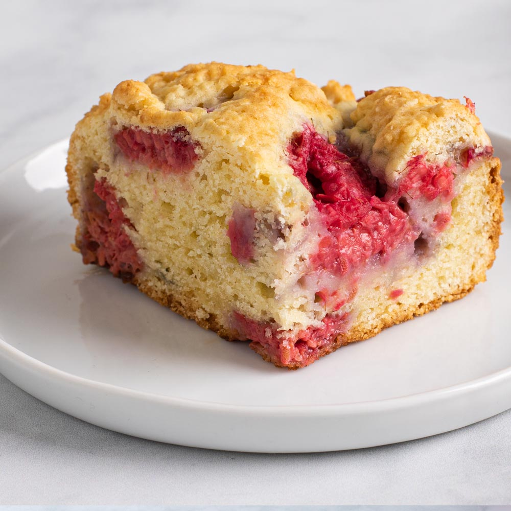 Gâteau au café à la crème sure framboise