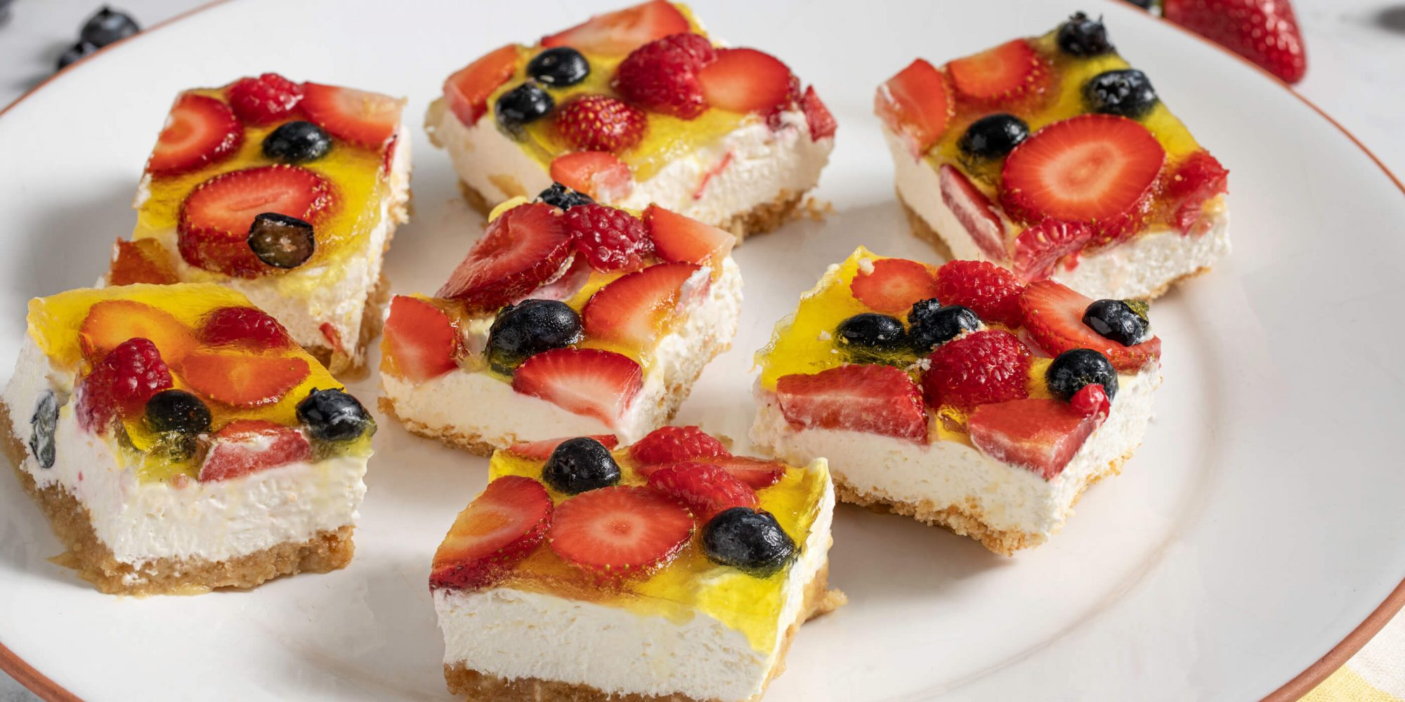 No-Bake Berry Cheesecake Bars