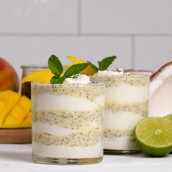 Parfait à la mangue, au chia et au yaourt