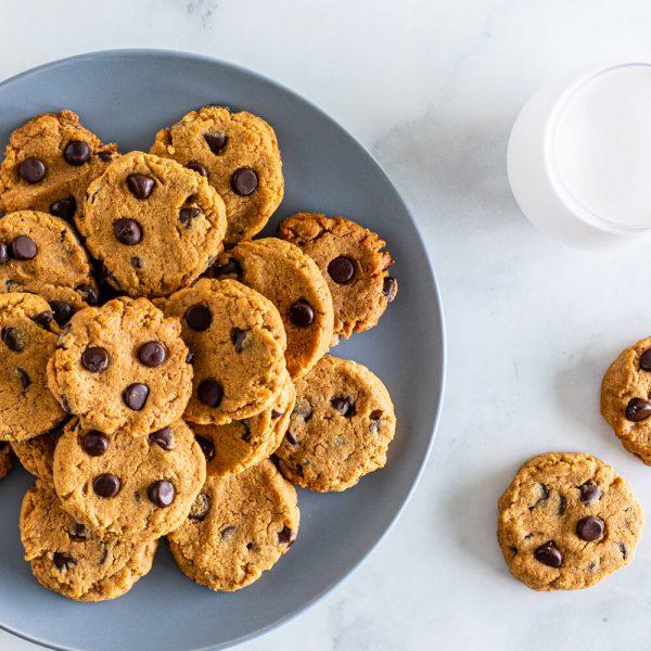 Biscuits aux pépites de chocolat au beurre d'arachide à 5 ingrédients